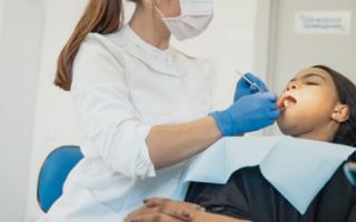 Реставрация зубов или обычная пломба